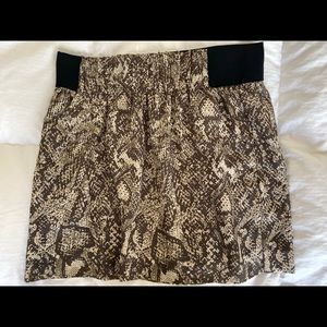 Banana Republic: snake design 17 in skirt size:12